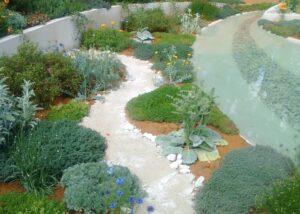 Nowoczesny ogród z fontanną