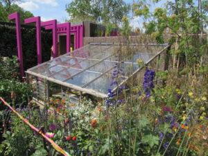 mieszanie stylów w ogrodzie